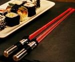 star-wars-lightsaber-vader-chopstick-300x250