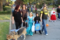 Halloween On Glenwood Terrace 2018 (102)