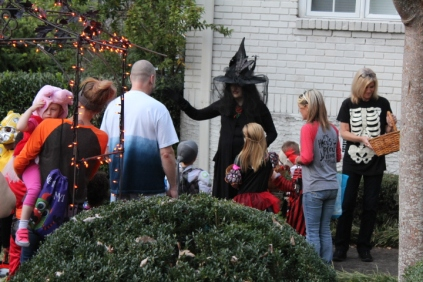 Halloween On Glenwood Terrace 2018 (163)