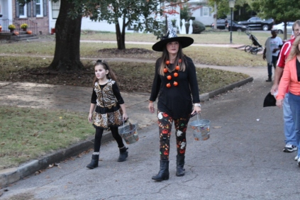 Halloween On Glenwood Terrace 2018 (174)