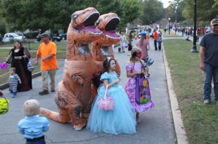 Halloween On Glenwood Terrace 2018 (175)