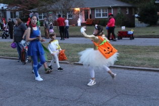 Halloween On Glenwood Terrace 2018 (187)