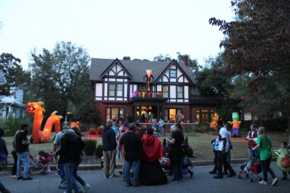 Halloween On Glenwood Terrace 2018 (199)