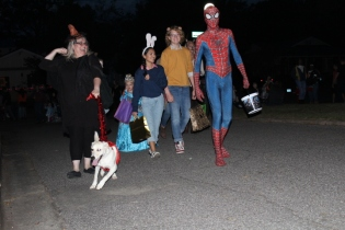 Halloween On Glenwood Terrace 2018 (209)