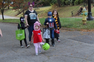 Halloween On Glenwood Terrace 2018 (21)