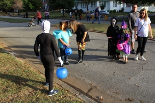 Halloween On Glenwood Terrace 2018 (32)