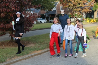 Halloween On Glenwood Terrace 2018 (54)