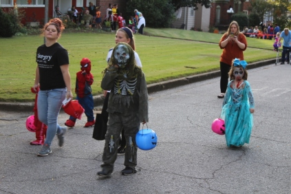 Halloween On Glenwood Terrace 2018 (64)