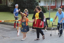 Halloween On Glenwood Terrace 2018 (69)