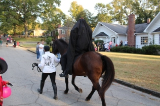 Halloween On Glenwood Terrace 2018 (98)