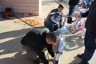 Kiwanis & Martin's Bicycle Giveaway (11)