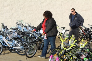 Kiwanis & Martin's Bicycle Giveaway (33)