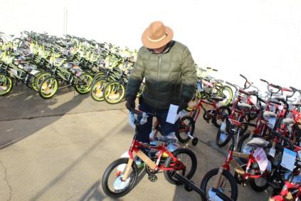 Kiwanis & Martin's Bicycle Giveaway (56)