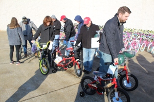 Kiwanis & Martin's Bicycle Giveaway (77)